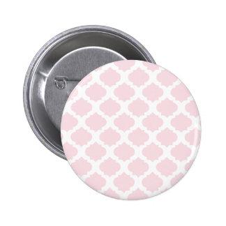 Modelo adornado rosado pins