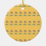 Modelo amarillo con los pájaros adorno de navidad