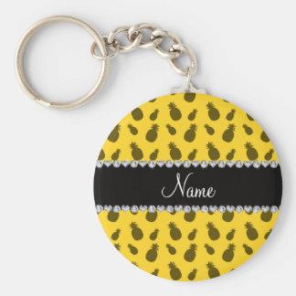 Modelo amarillo conocido personalizado de la piña llavero redondo tipo pin