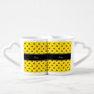 Modelo amarillo conocido personalizado de la taza para enamorados