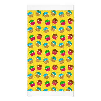 Modelo amarillo de la magdalena tarjeta personal