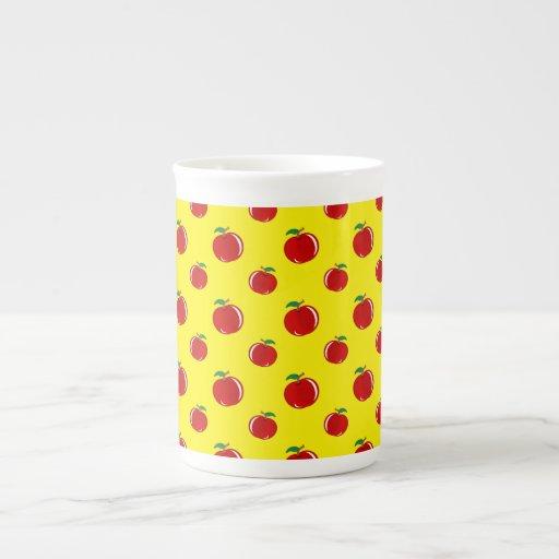 Modelo amarillo de la manzana taza de porcelana