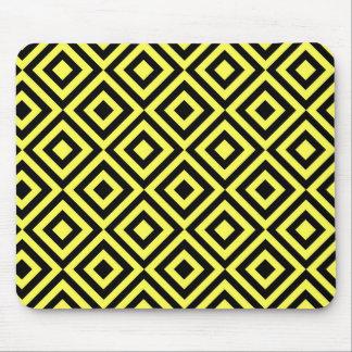 Modelo amarillo de las casillas negras tapetes de ratón