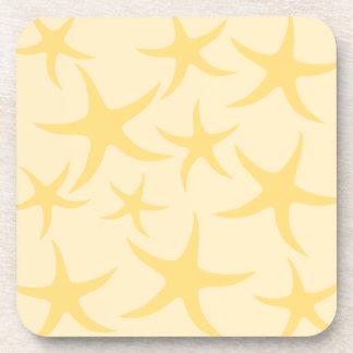 Modelo amarillo de las estrellas de mar posavasos de bebida
