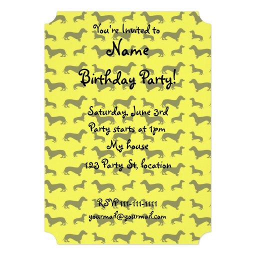Modelo amarillo de neón lindo del dachshund anuncios