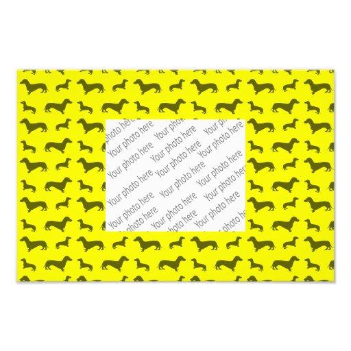Modelo amarillo de neón lindo del dachshund arte fotografico