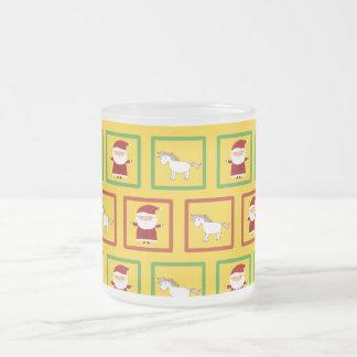 Modelo amarillo de Papá Noel de los unicornios Taza Cristal Mate