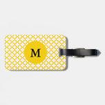 Modelo amarillo de Quatrefoil del monograma Etiqueta Para Maleta