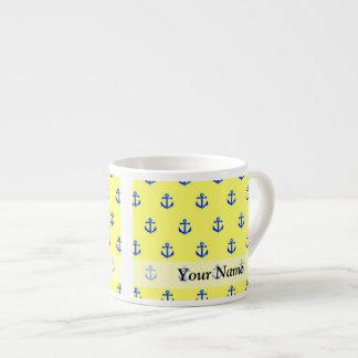 Modelo amarillo del ancla taza de espresso