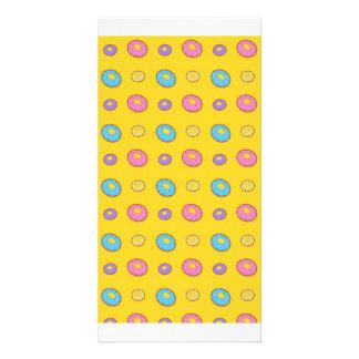 Modelo amarillo del buñuelo tarjeta personal con foto