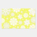 Modelo amarillo del copo de nieve del navidad rectangular pegatina
