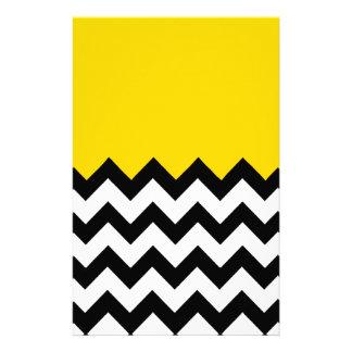 Modelo amarillo del oro en el zigzag grande  papeleria