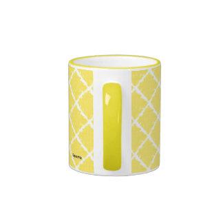 Modelo amarillo del teñido anudado taza a dos colores