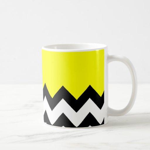 Modelo amarillo en el zigzag grande Chevron Taza De Café