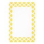Modelo amarillo limón y blanco de Quatrefoil Papeleria