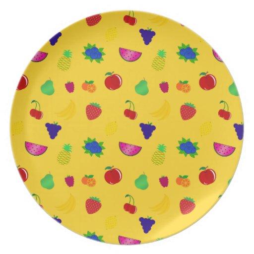 Modelo amarillo lindo de las frutas plato
