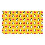 Modelo amarillo lindo de los corazones del pingüin tarjetas de visita