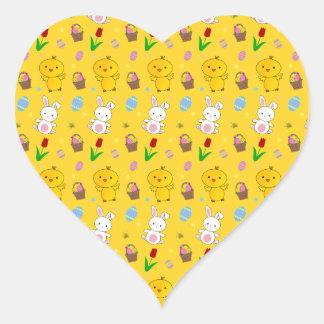 Modelo amarillo lindo de pascua de la cesta del hu colcomanias de corazon