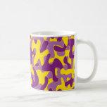 Modelo amarillo púrpura del camuflaje del color tazas