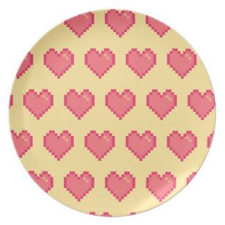Modelo amarillo rojo del corazón del pixel platos de comidas