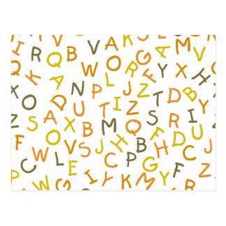 Modelo amarillo y anaranjado del alfabeto tarjeta postal
