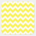 Modelo amarillo y blanco clásico de Chevron Calcomanía Cuadradase