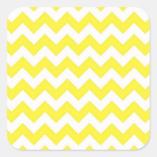 Modelo amarillo y blanco clásico de Chevron Pegatina Cuadrada