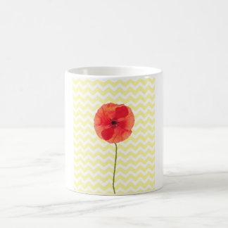 Modelo amarillo y blanco de la amapola roja del taza