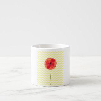 Modelo amarillo y blanco de la amapola roja del taza espresso