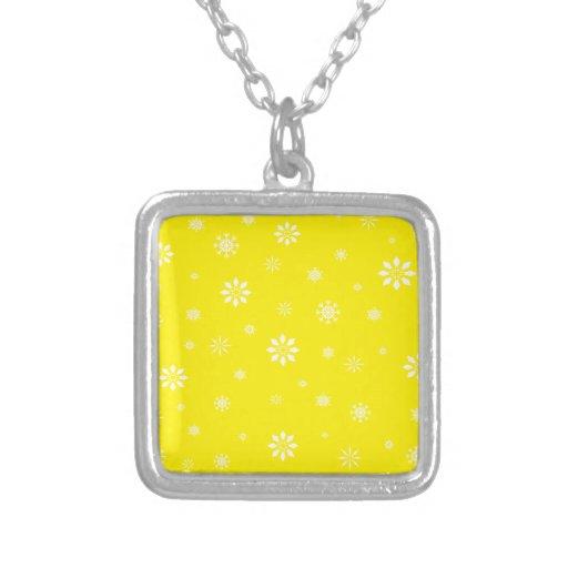 Modelo amarillo y blanco de los copos de nieve joyeria