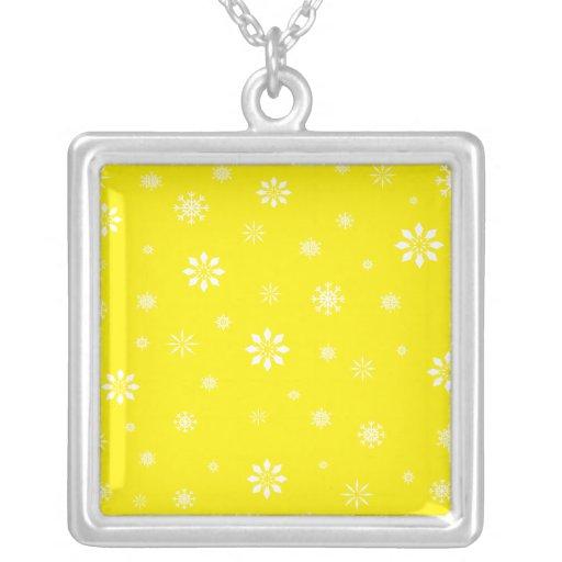 Modelo amarillo y blanco de los copos de nieve grímpola