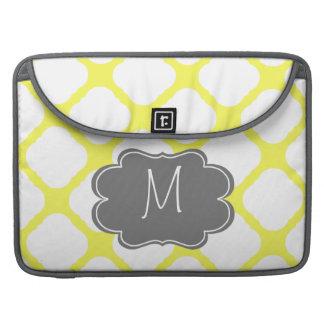 Modelo amarillo y blanco del monograma de encargo funda macbook pro