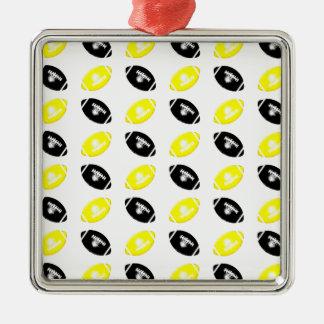 Modelo amarillo y negro brillante del fútbol adorno navideño cuadrado de metal