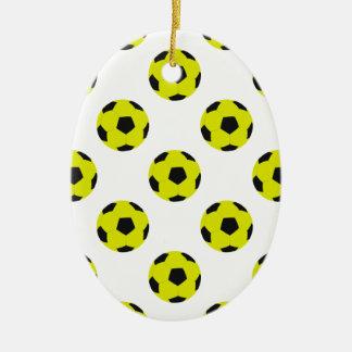 Modelo amarillo y negro del balón de fútbol adorno navideño ovalado de cerámica