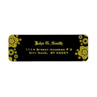 Modelo amarillo y negro del círculo etiqueta de remite