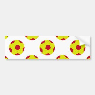 Modelo amarillo y rojo del balón de fútbol etiqueta de parachoque