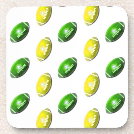 Modelo amarillo y verde del fútbol posavasos de bebidas