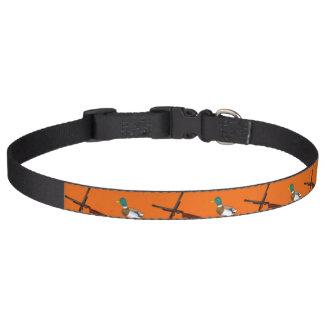 Modelo anaranjado de la caza del pato collares de perro