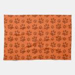 Modelo anaranjado de la impresión de la pata del p toallas de mano
