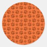 Modelo anaranjado de la impresión de la pata del pegatina redonda