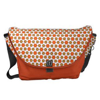 Modelo anaranjado de las estrellas y de los puntos bolsa de mensajería