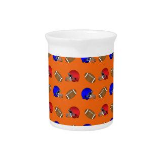 Modelo anaranjado de los cascos de fútboles jarras
