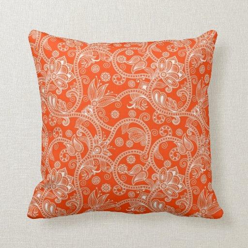 Modelo anaranjado del remolino del damasco cojin