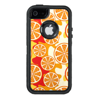 Modelo anaranjado funda OtterBox defender para iPhone 5