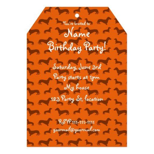 Modelo anaranjado lindo del dachshund anuncio