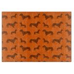 Modelo anaranjado lindo del dachshund tabla de cortar