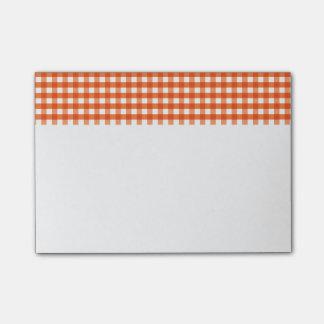Modelo anaranjado y blanco de la guinga nota post-it