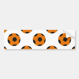 Modelo anaranjado y negro del balón de fútbol pegatina de parachoque