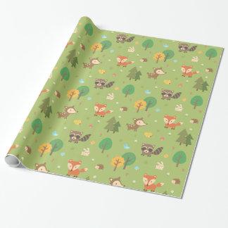 Modelo animal del arbolado lindo del bosque para papel de regalo