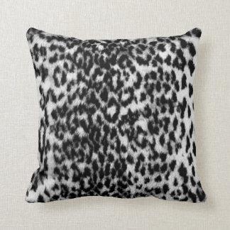 Modelo animal impresionante negro blanco almohadas